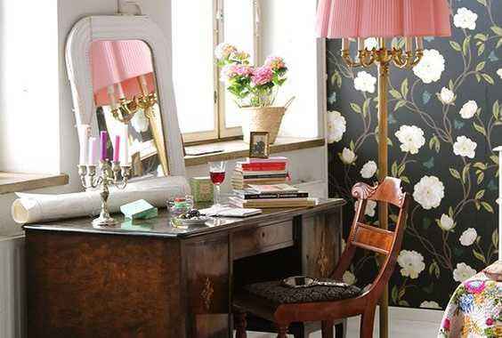 Refined Pink Floor Lamp