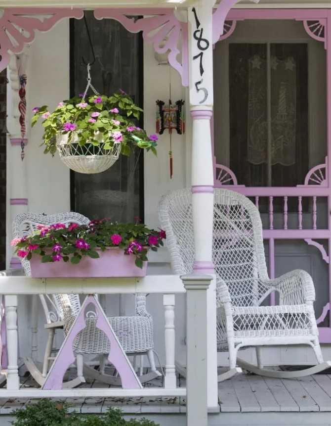 Girly Themed Front Porch Idea